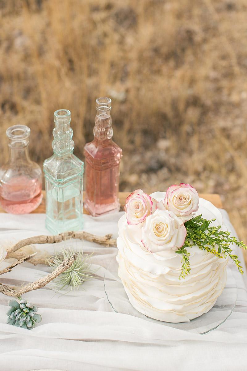 Tischdeko Desert wedding Torte dekoriert mit Rosen