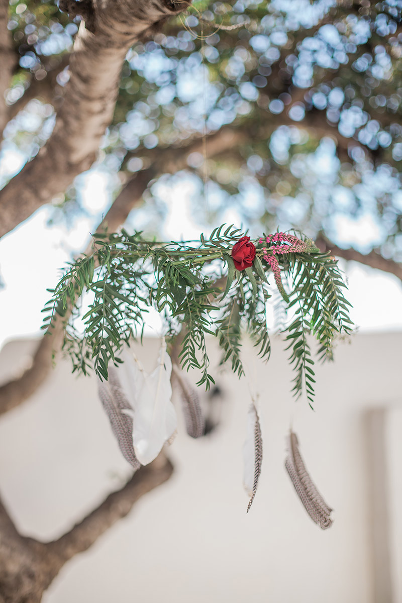 Boho Hochzeit Dekoration hanging garden mit Federn und Grün