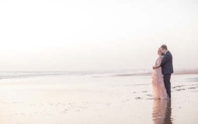 Eine kleine und intime Hochzeit am Strand in Cadiz