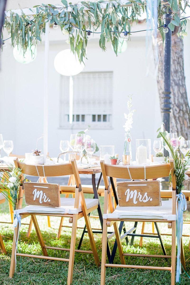 Hochzeit Stuhldeko mit Mr. and Mrs.