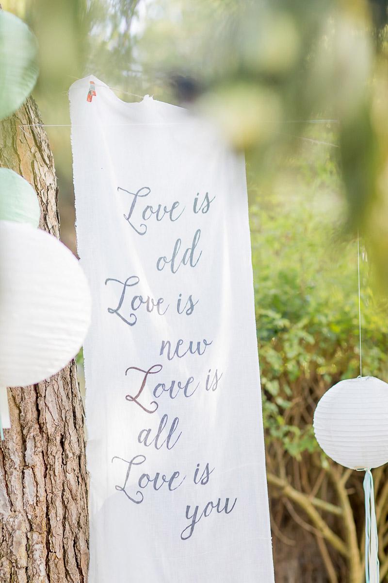 Hochzeitsspruch auf einem weissen Tuch handgeschrieben