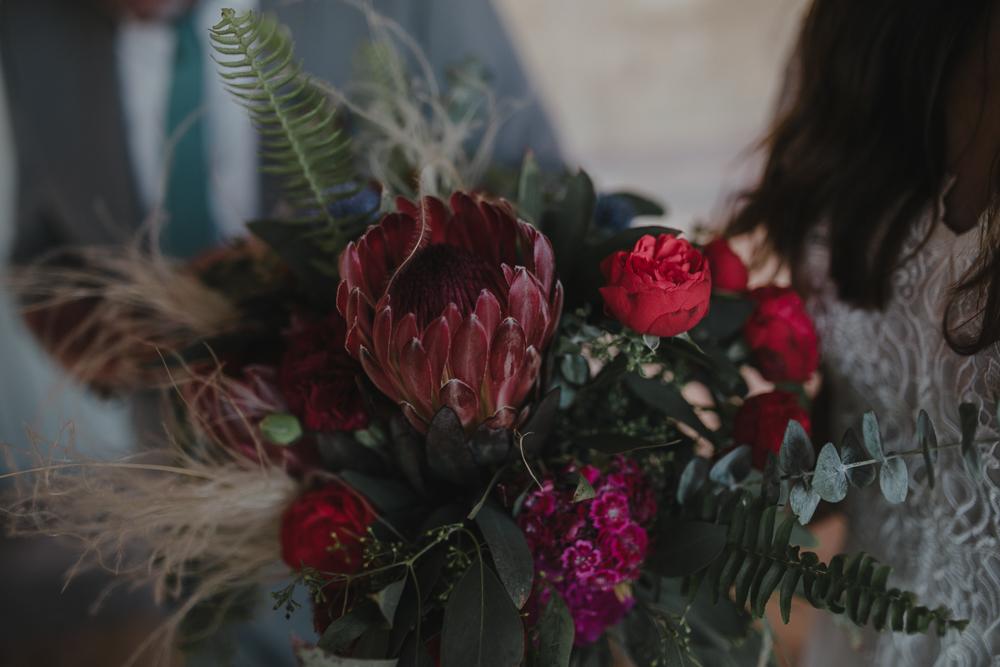 Festival boho Hochzeit, Boho Wedding Boho Brautstrauß mit Protea in rot