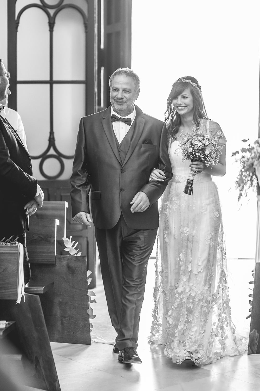 Heiraten im Ausland, Einzug der Braut mit Papa