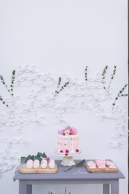 Hochzeit in Spanien, Sweettable, Hochzeitstorte, Drip Cake, Macarons zur Hochzeit mit Blumen Deko