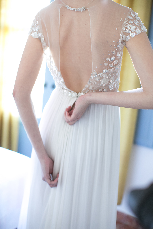 Brautkleid von Mitta Zwillinger. Getting Ready , Hochzeit in Spanien
