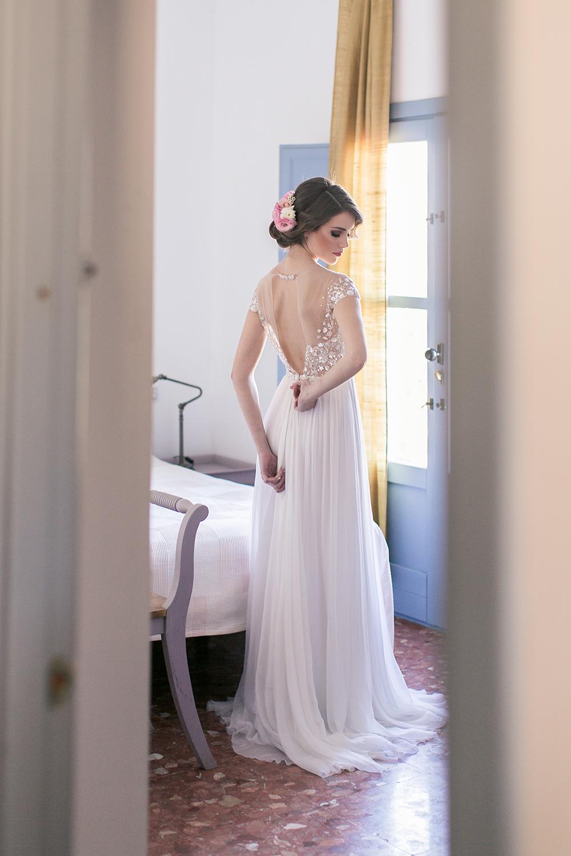 Hochzeit in Spanien, Getting Ready Braut mit Brautkleid von Mita Zwillinger. Heiraten in einer Finca in Andalusien