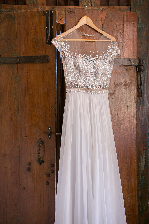 Hochzeit in Spanien. elegantes, fliessendes Brautkleid von Mira Zwillinger