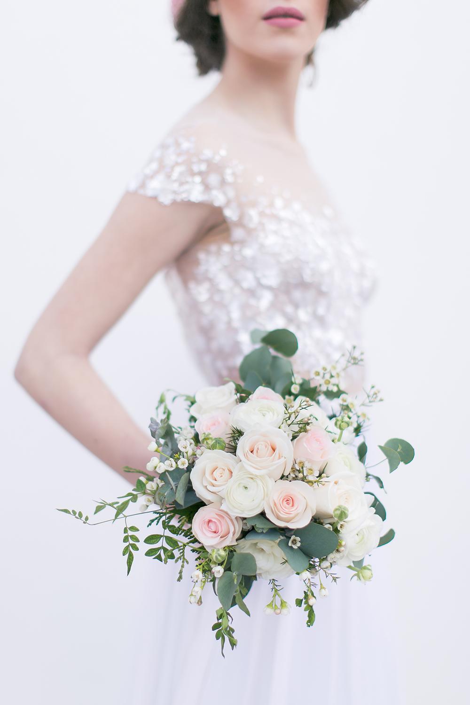 Hochzeit in Spanien, Brautstrauß aus Rosen in Pastelltönen