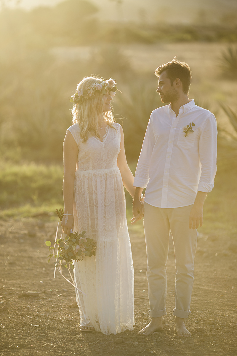 Boho Brautpaar, Heiraten zu zweit am Strand