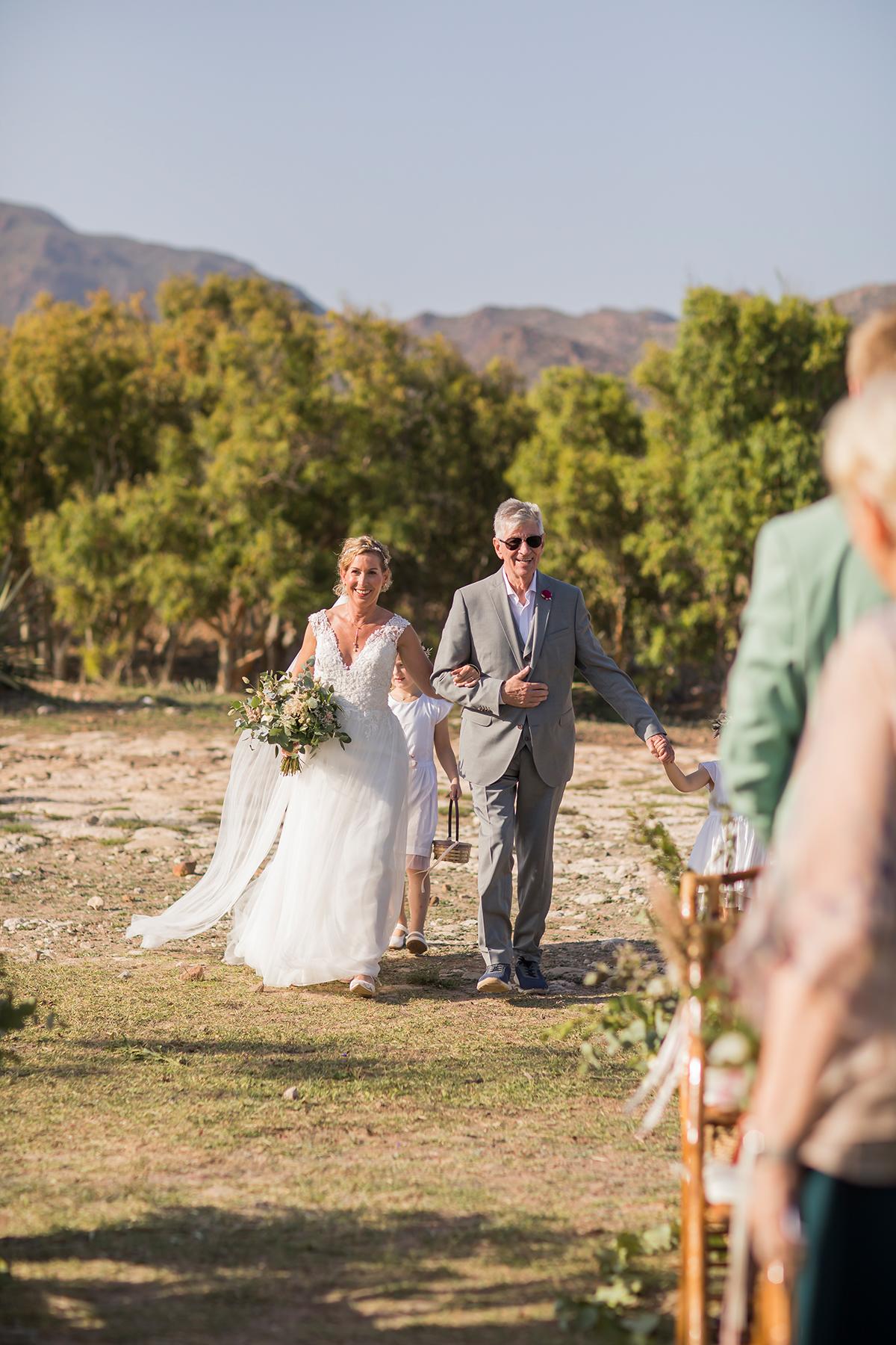 Hochzeit am Meer, Braut und Vater